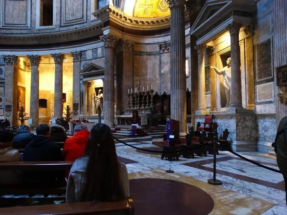 Pantheon, Rome  What to do in a rainy day in Rome - the Eternal City