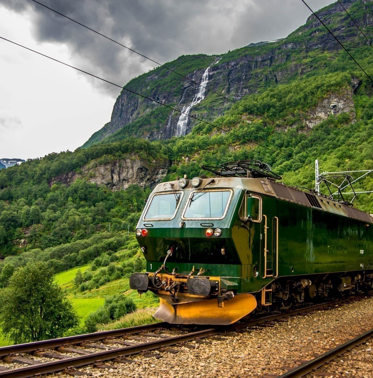 Train at famous Flam railway (Flåmsbana) line in Flam valley | Norway Travel Guide