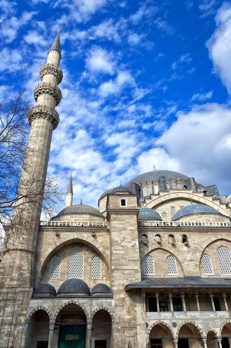 A view of the Majestic Suleiman Mosque in Istanbul, Turkey | Turkey Travel Guide