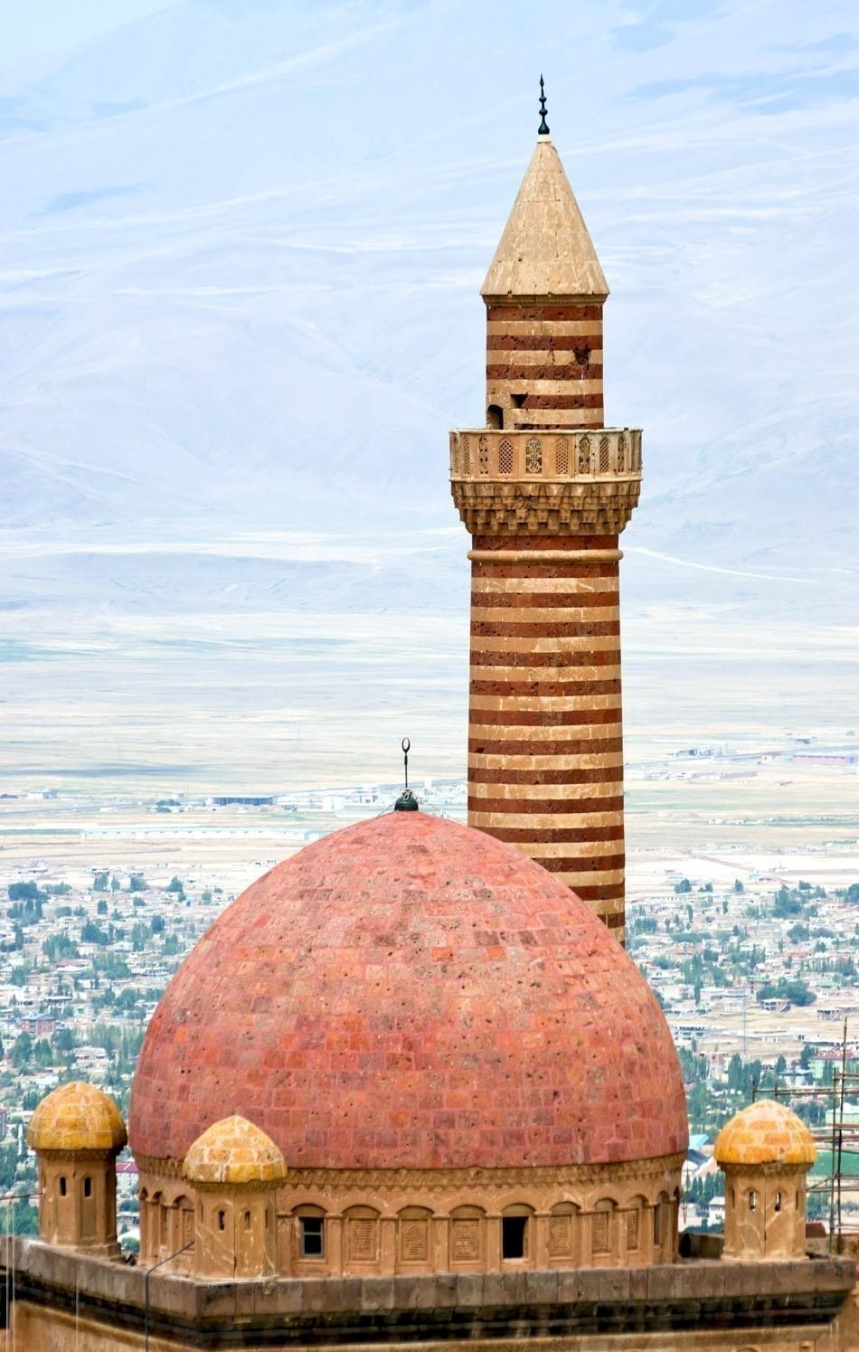 The minaret of Ishak Pasha`s palace in eastern Turkey | Turkey Travel Guide