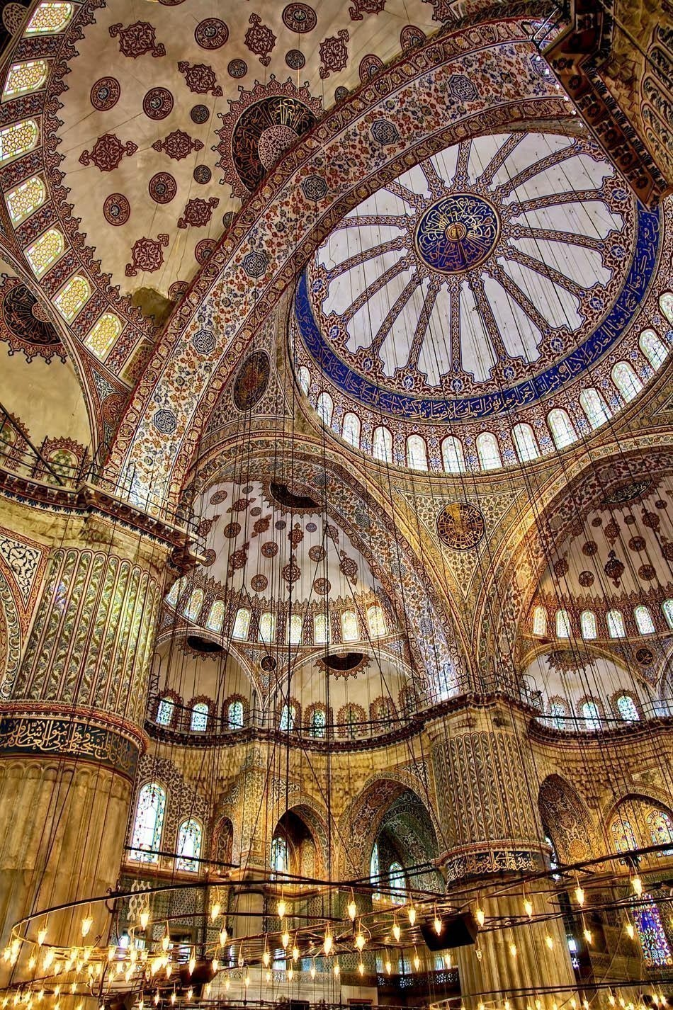 Image shot inside the grand Blue Mosque in Istanbul, Turkey | Turkey Travel Guide