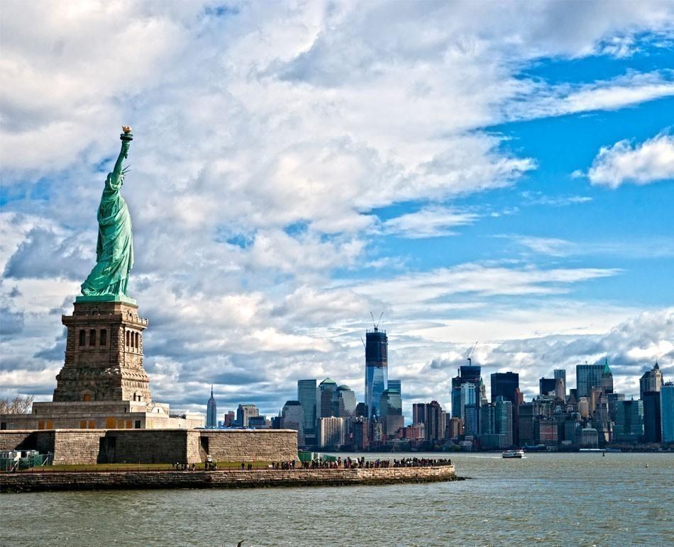 The Statue of Liberty and Manhattan Skyline, New York City. USA | TOP 10 Budget Destinations for 2016