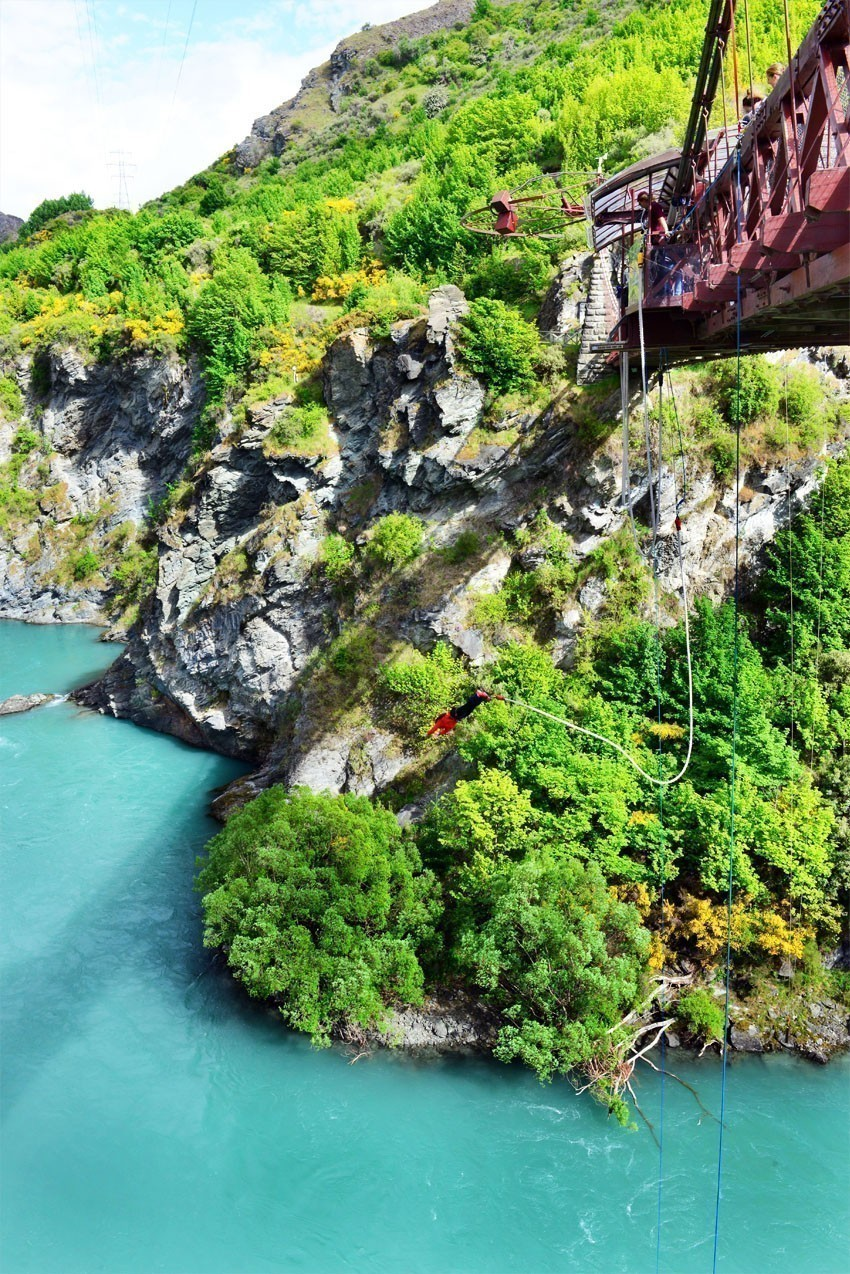 Kawarau Bridge bungy site (established 1988) was the first commercial bungy operation in the world | 7 Awesome Things to Do in New Zealand