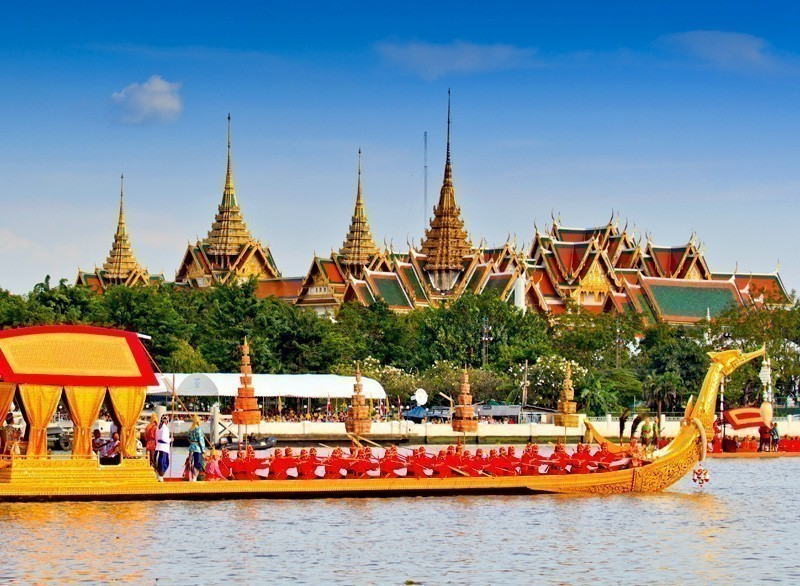 Decorated barge parades past the Grand Palace at the Chao Phraya River during Fry the Kathina ceremony cloth of Royal Barge Procession in Bangkok,Thailand | 10 Must-Visit Cities in Asia