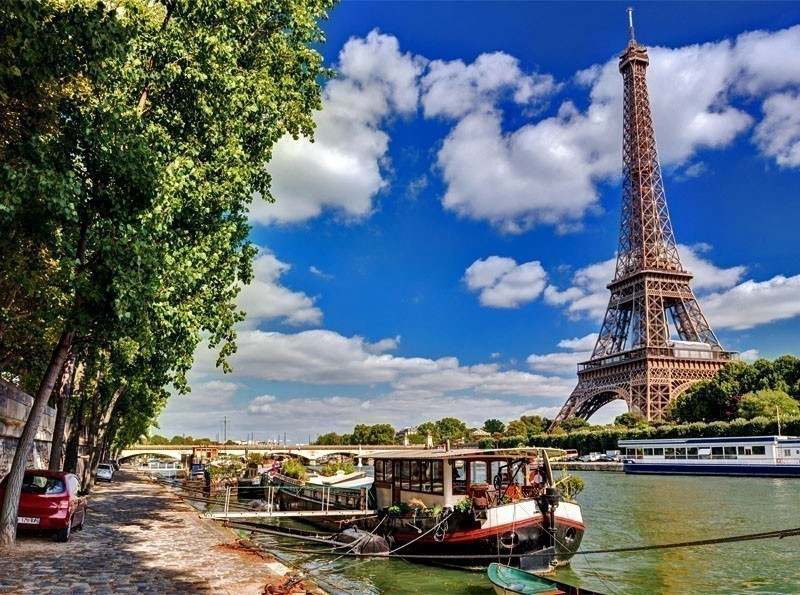 Beautiful View of The River Seine with the Eiffel Tower | 10 Reasons Why You Should Visit Paris