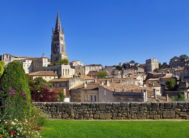 Large view on Saint Emilion. Saint-Emilion is one of the principal red wine areas of Bordeaux, the wines of Saint-Emilion are respected all over the planet. | 10 Most Exquisite Places to Visit in France