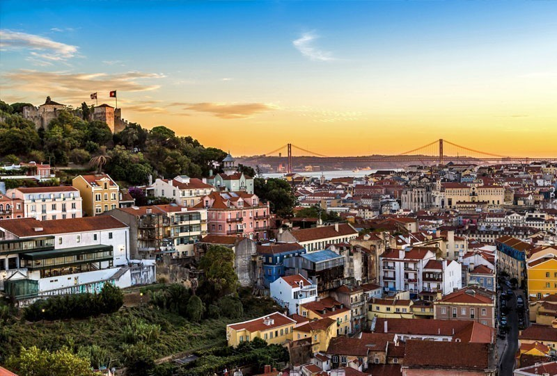Romantic View of Sao Jorge Castle, Lisbon | 10 of the Cheapest Cities You Must Visit in Europe