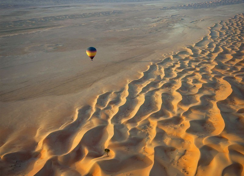 Floating over sand dunes in a hot air balloon in Dubai | 10 Best Hot Air Balloon Rides Around The World