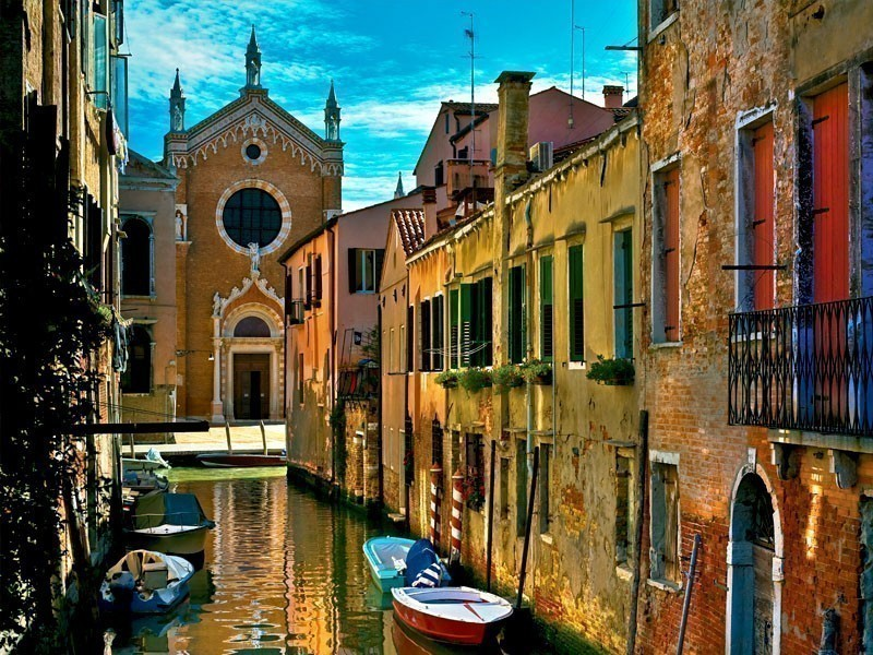 View of a romantic canal of Venice, a worth visiting place in Italy | 10 Awesome Reasons Why You Should Travel To Italy