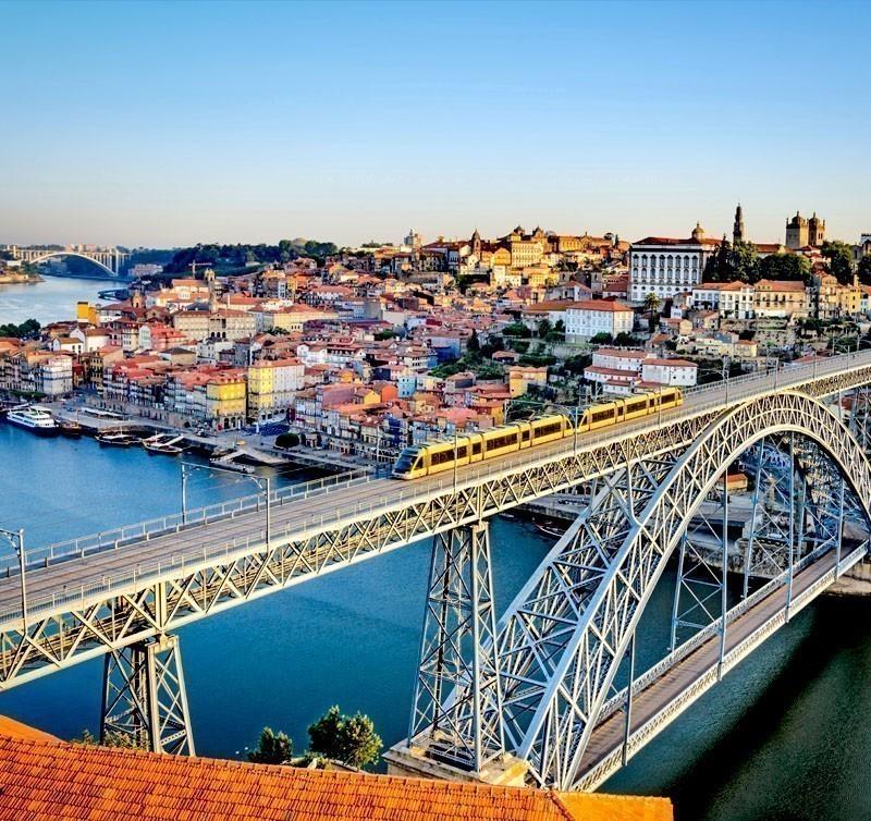 Beautiful aerial View of the Dom Luiz bridge in Porto, Portugal | What to Do in Porto in 3 Days