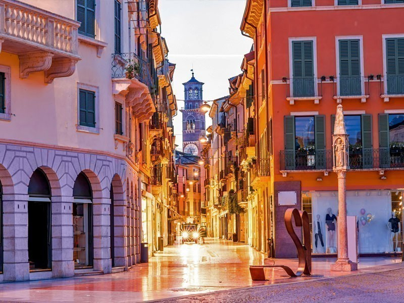 Famous Via Mazzini in Verona, a perfect place for shopping lovers | What to Do in Verona in 3 Days