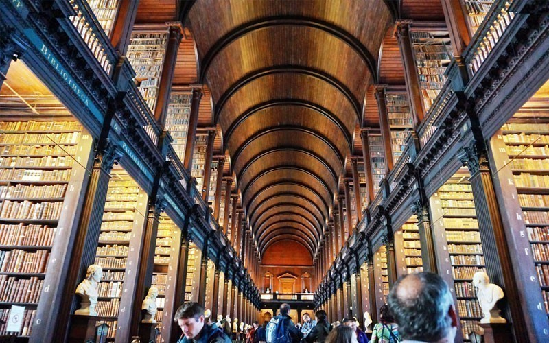 The Old Library building at Trinity College in Dublin includes the Book of Kells exhibit and the landmark Long Room. Star Wars used it as a model for the Jedi Library | What to Do in Dublin in 3 Days