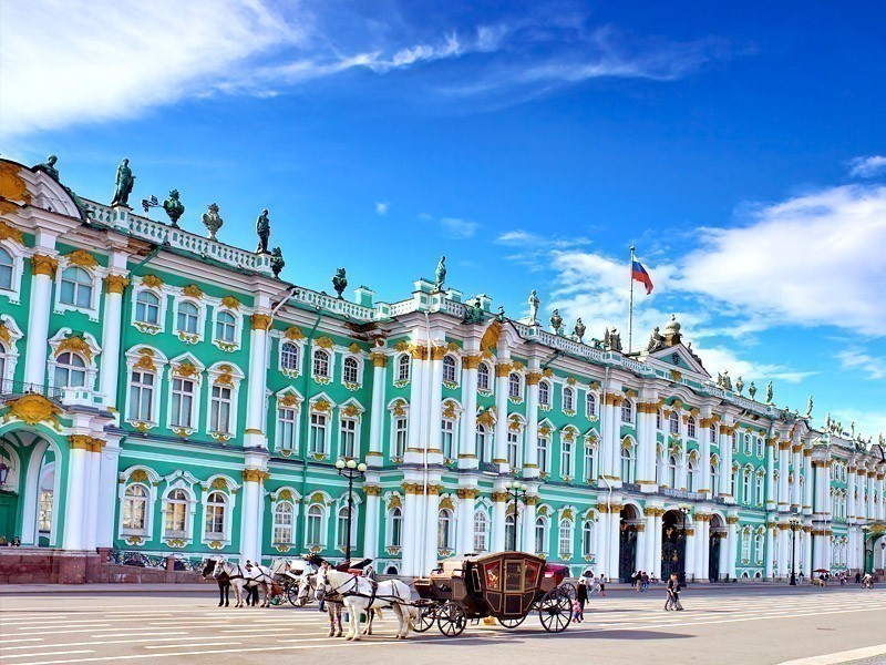 Amazing view of Winter Palace, an Elizabethan Baroque style building in St. Petersburg | What to Do in St. Petersburg in 3 Days