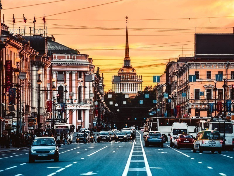 View of Nevsky Prospect – the main street in St. Petersburg and Admiralty building | What to Do in St. Petersburg in 3 Days