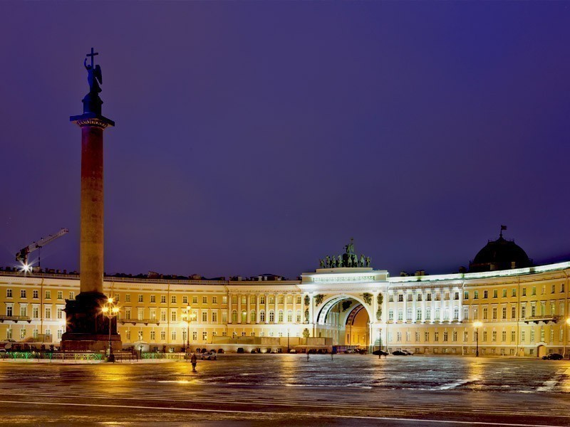 Palace Square is connecting Nevsky Prospekt with Palace Bridge in St. Petersburg | What to Do in St. Petersburg in 3 Days