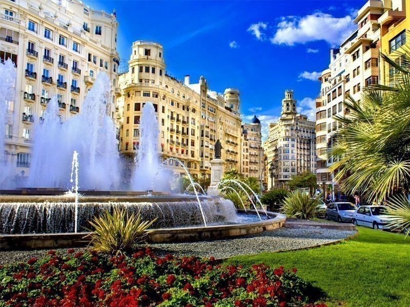 Plaza del Ayuntamiento, a place in Valencia surrounded by splendid architecture | What to Do in Valencia in 3 Days