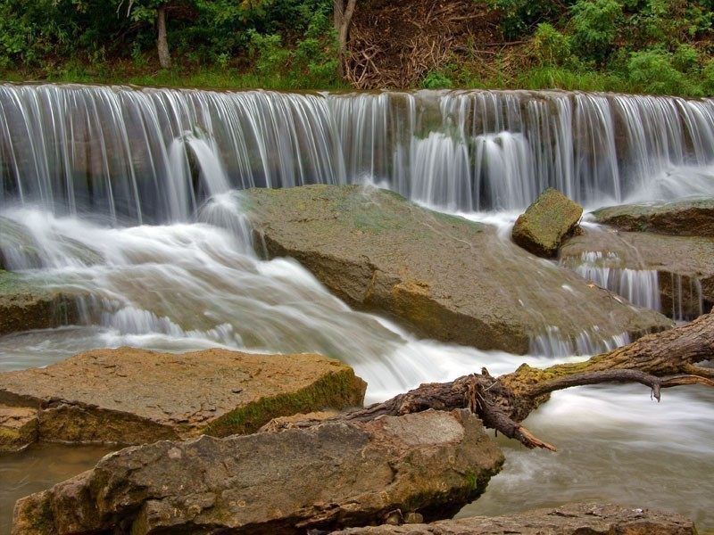Waterfall at Pillsbury Crossing, one of the most interesting places to visit in Kansas
