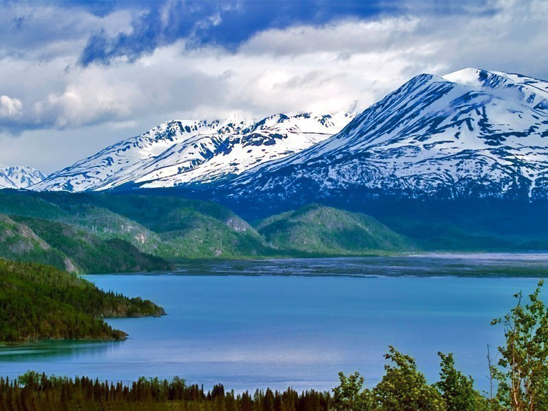 Located on the Kenai Peninsula in Alaska, Skilak Lake is famous for its crystal clear waters due, in part, to the lake's lack of aquatic vegetation | 10 Most Magnificent Lakes In North America
